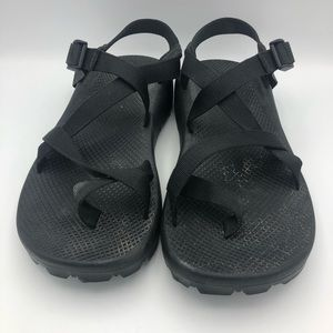 Like New Mens 11 Chacos Black Sandals